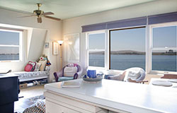 at-the-bays-edge-sonoma-vacation-rentals-living-room
